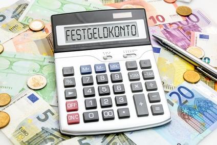 Festgeld im Ausland anlegen: Chancen und Risiken